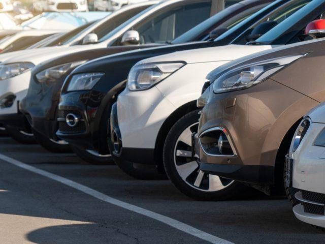 Parcheggiatori abusivi: rischi e conseguenze di un'attività fuorilegge